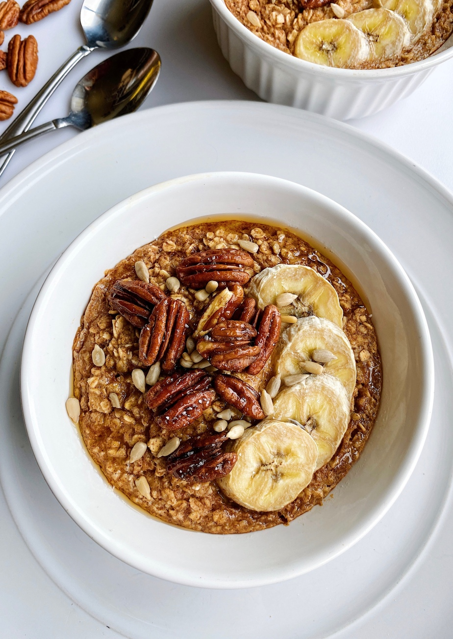 Maple Pecan Banana Baked Oatmeal